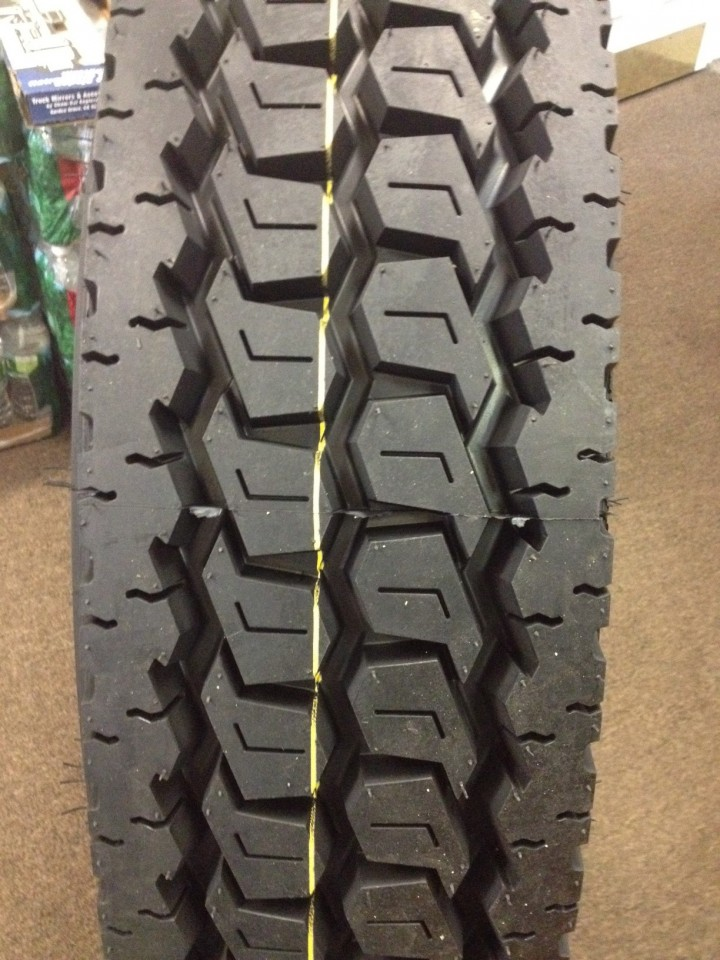 Truck Tires for Sale at Wholesale Prices 11R24.5 660 Drive Tires