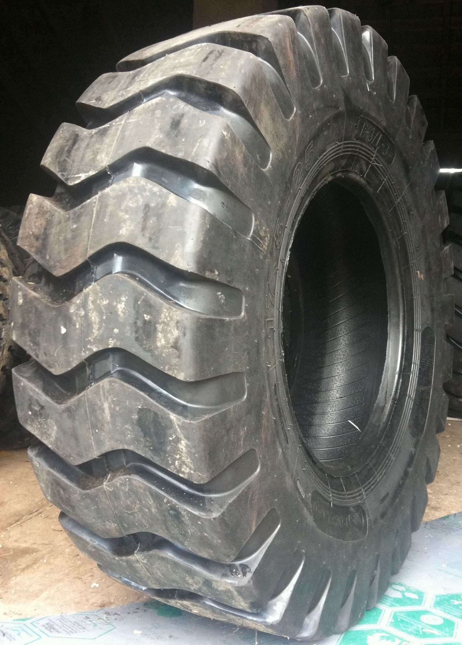 Truck Tires for Sale at Wholesale Prices 29.5-25 Loader Tires Truck Tires for Sale at Wholesale Prices