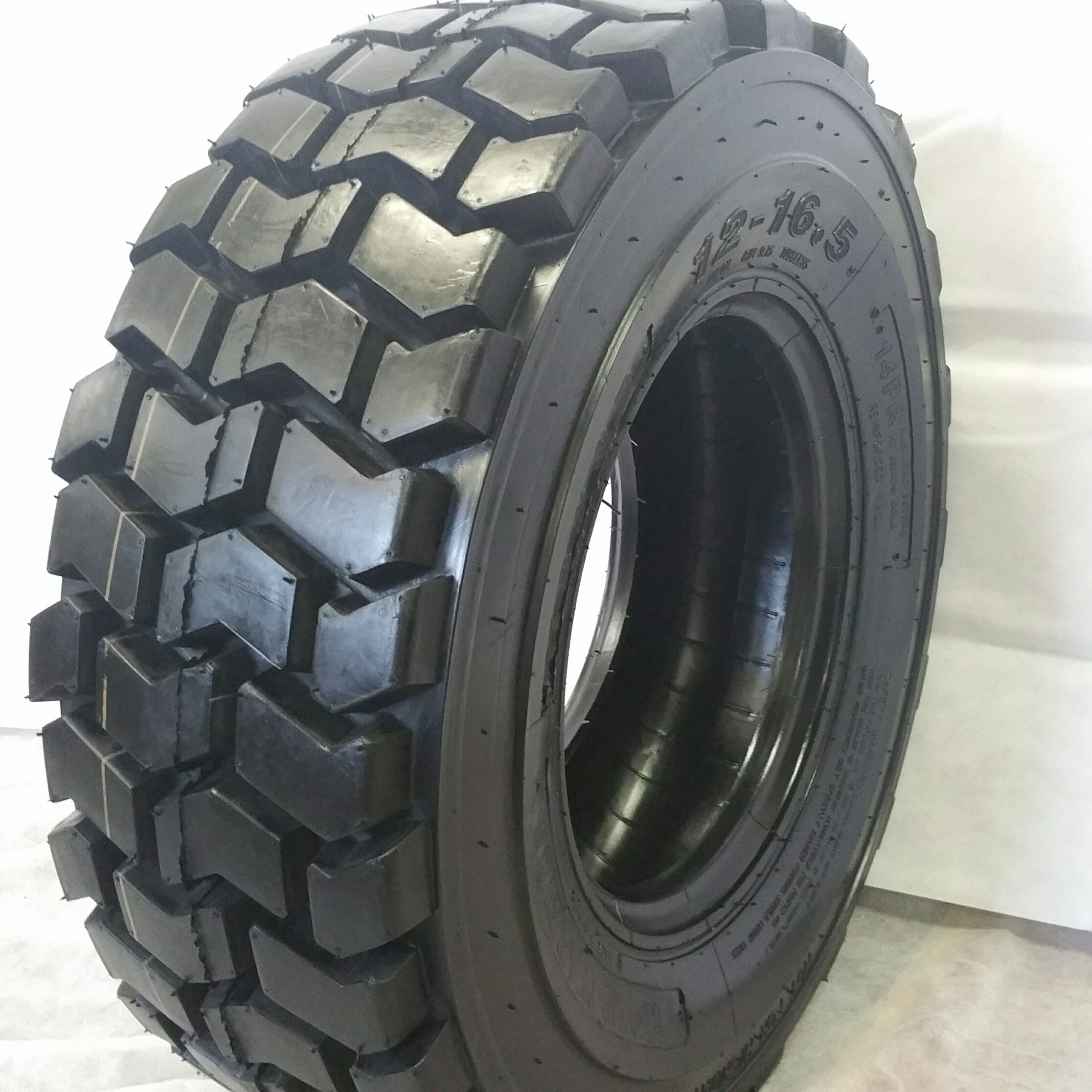 Truck Tires for Sale at Wholesale Prices 10-16.5 RS 102