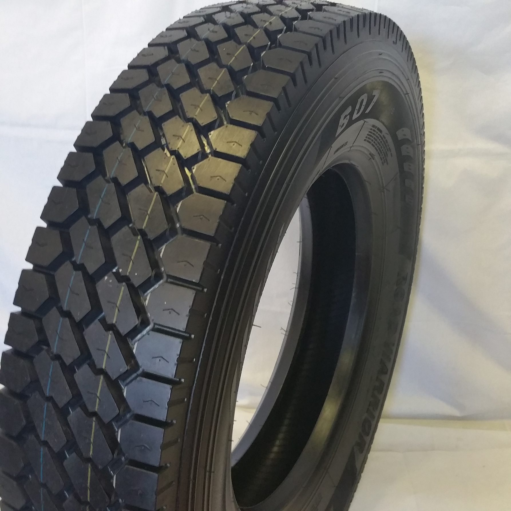 Truck Tires for Sale at Wholesale Prices 11R22.5-607 Drive Tires